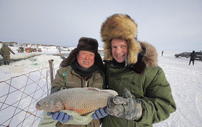 Дмитро Комаров в Китаї випробує на собі екстрим зимової риболовлі і зловить рекордний улов