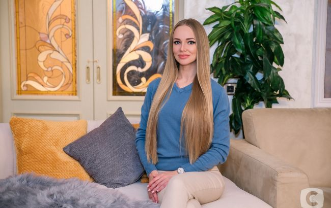 """Звезда шоу """"Холостяк"""" с пышной шевелюрой дала советы по уходу за волосами"""