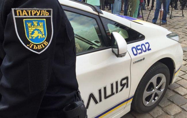 Фото: у Львові нетверезий чоловік вдарив патрульного