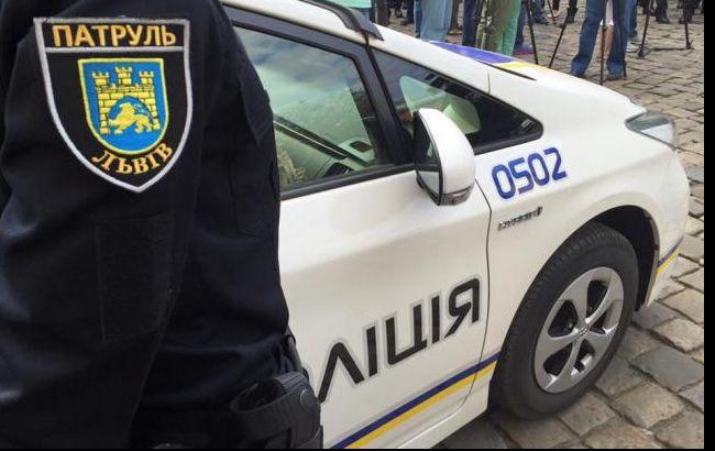Львові під час масової бійки чоловік укусив поліцейського