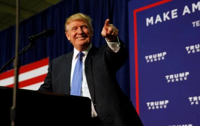 Трамп сопротивляется и хочет привести вБелый дом собственных старых друзей