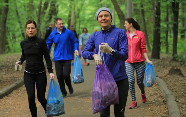 """Бігали і збирали сміття: кияни готуються до """"Пробігу під каштанами"""" з користю для природи"""