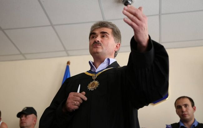 Фото: суд по делу столкновений под Радой перенесли (Виталий Носач, РБК-Украина)