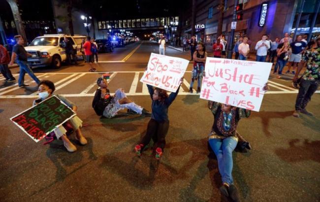 Фото: заворушення в Шарлотті після вбивства Кита Ламонта Скотта