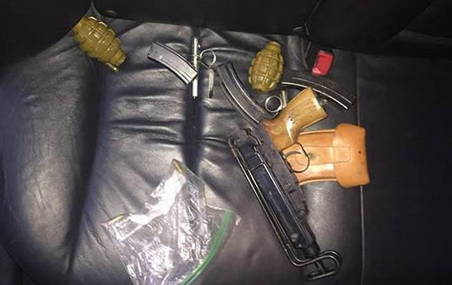 Фото: 4-курсник одного из вузов Харькова торговал оружием (khar.gp.gov.ua)