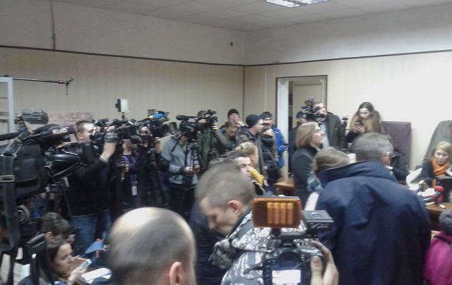 Фото: суд почав допит Януковича