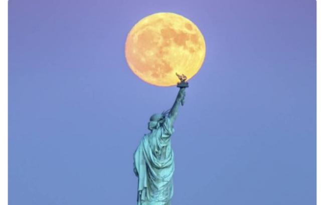 Фото: Найбільша місяць за останні 68 років (facebook.com)