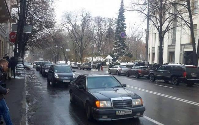 Фото: мітингувальники розблокували рух на Грушевського