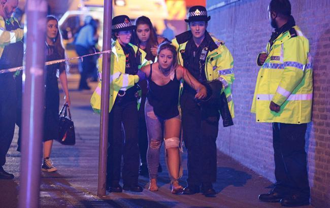 Предвыборная кампания в Англии приостановлена после взрыва вМанчестере