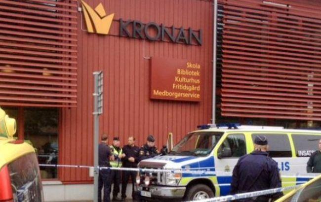 Фото: в Швеции мужчина с мечом напал на школу