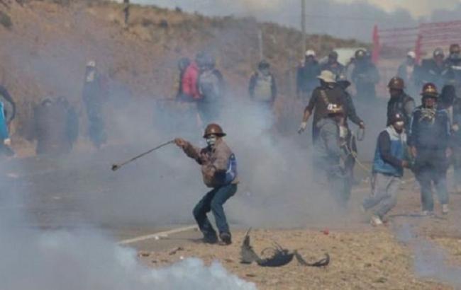 Фото: в Боливии шахтеры убили чиновника