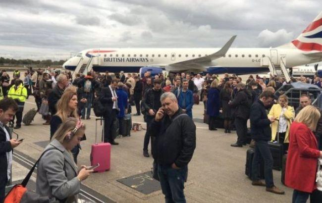 Фото: з аеропорту евакуювали близько 500 людей