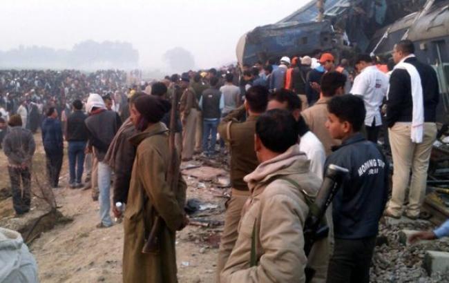 Фото: аварія поїзда в Індії