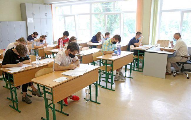 Маски та дистанціювання. Як пройде ЗНО для школярів цього року
