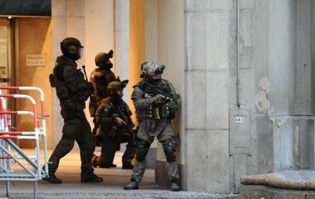 Фото: стрельбу в мюнхенском торговом центре открыл школьник
