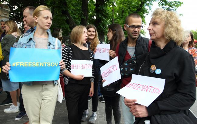 Фото: Акция на Банковой (РБК-Украина)
