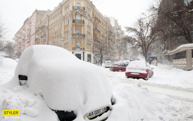 Киев засыпало снегом: видео и фото аномалии