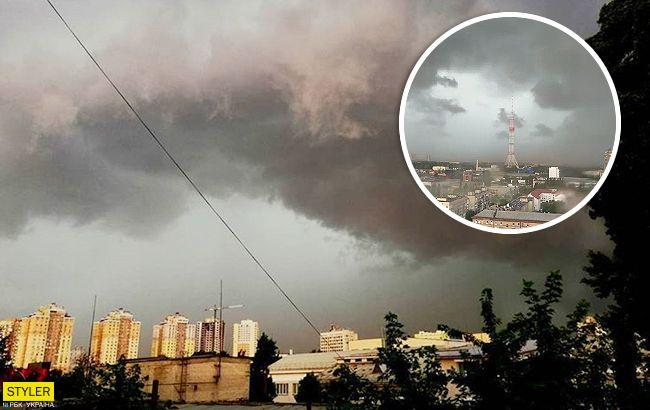 Як небезпечний ураган обрушився на Київ: вражаюче відео стихії