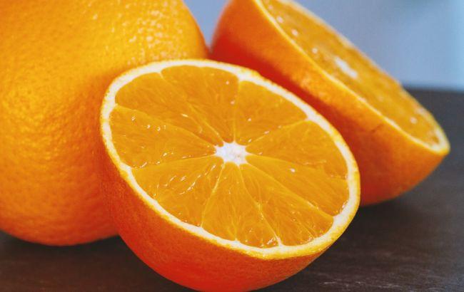 Провоцирует опасные состояния: кому категорически нельзя есть апельсины