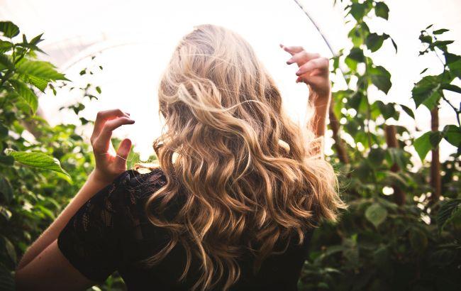 """Море, солнце и """"солома"""" на голове: как правильно ухаживать за волосами летом"""
