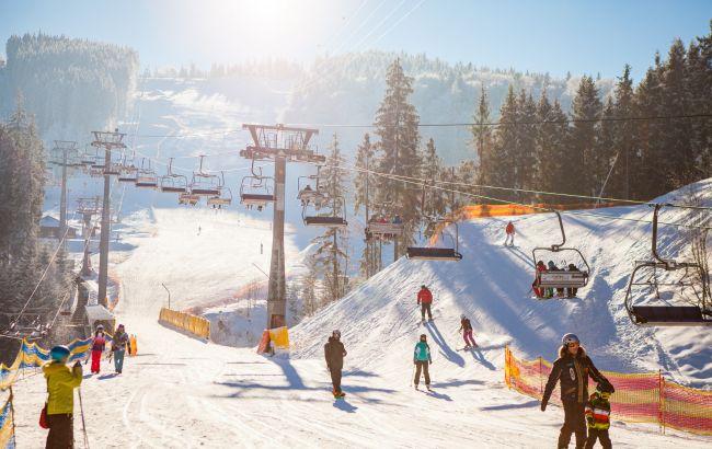 На Закарпатті заблоковали популярний гірськолижний курорт: місцеві жителі протестують