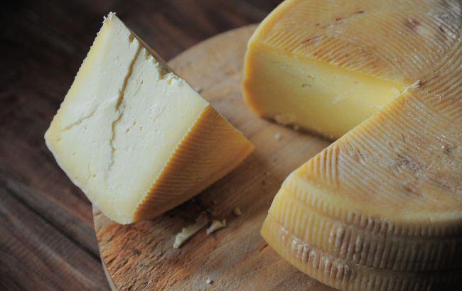 Украину заполонил поддельный сыр: как отличить фальсификат