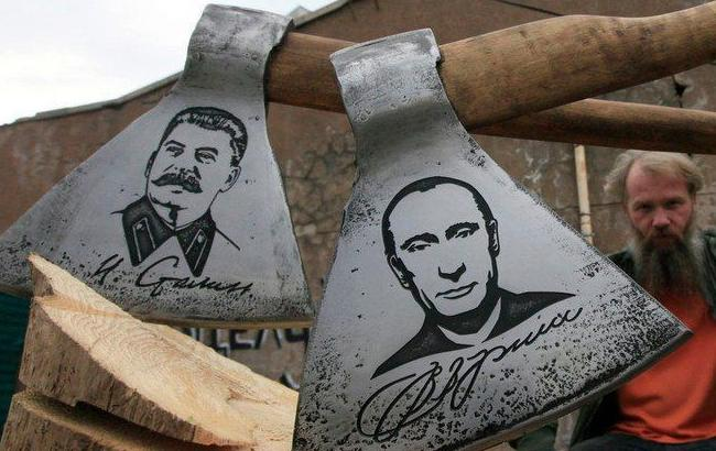 Фото: Сокири з портретами Сталіна і Путіна (Ехо Росії)