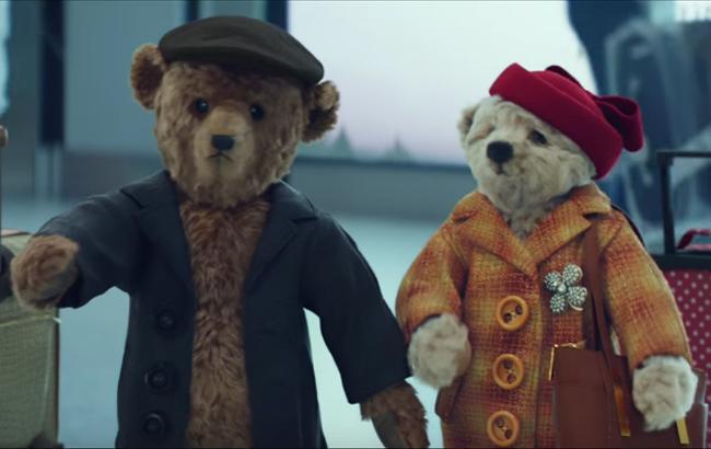 Фото: Рождественский ролик про плюшевых медведей в аэропорту (Скриншот)
