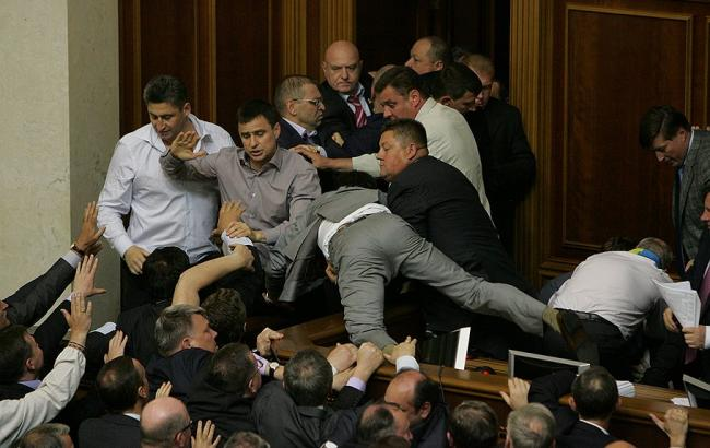 Фото: Депутати у Верховній Раді (112 Україна)
