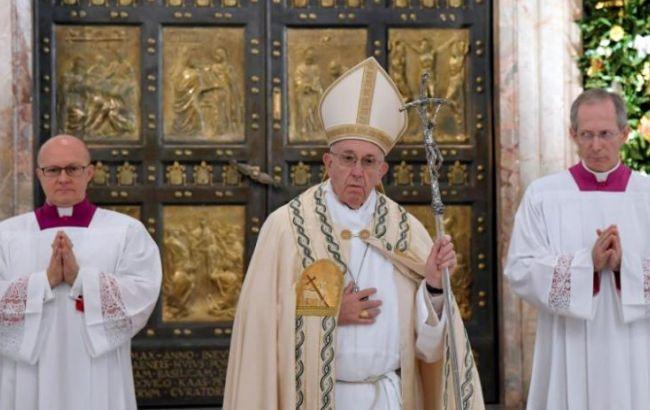 Папа Римский позволил католическим священникам отпускать грех аборта