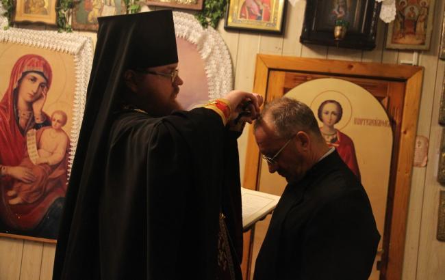 Оказался сектантом: священники объяснили инцидент с епископом-педофилом из России