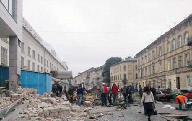 Фото: Во Львове обвалилась стена дома