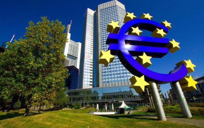"""Фото: ЄЦБ прогнозує """"коливання"""" валют"""