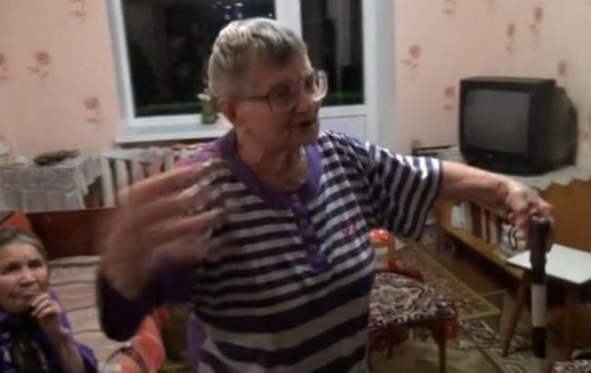 """У Донецькій області пенсіонерка допомагає """"ДНР""""івцям житлом і проводить уроки """"політінформації"""""""