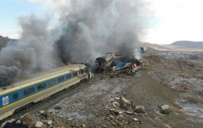 Фото: зіткнення поїздів в Ірані