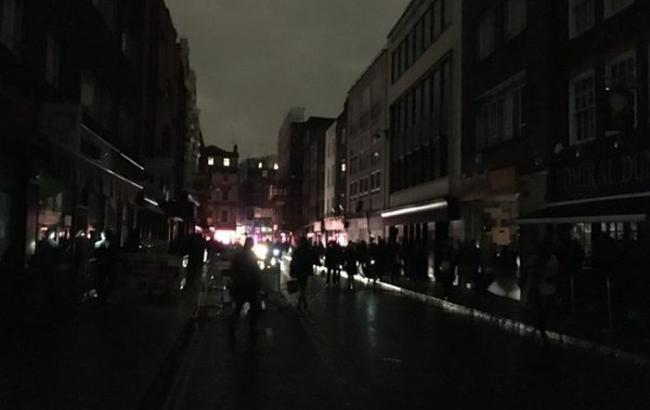 Фото: жителям Лондона массово отключили электричество