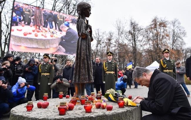 Фото: Петро Порошенко вшанував жертв голодоморів в Україні (president.gov.ua)