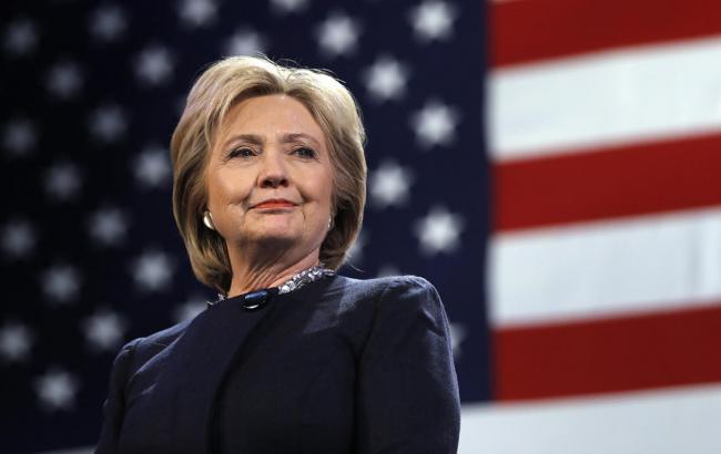 Фото: представитель штаба Хиллари Клинтон поддерживает пересчет голосов на выборах президента США