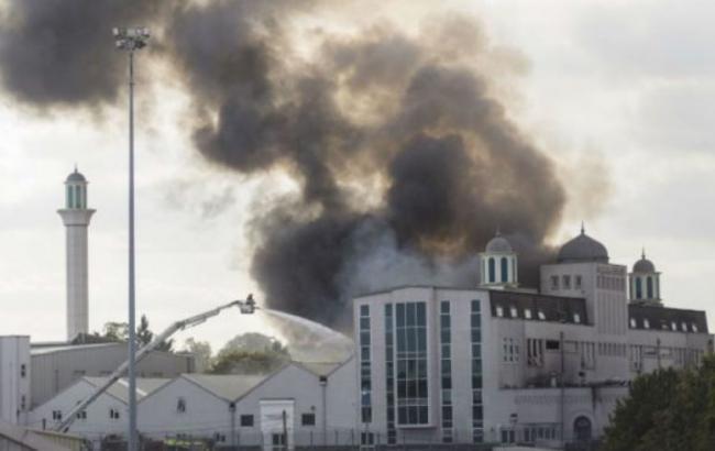 У Лондоні заарештували двох підлітків за підозрою в підпалі мечеті