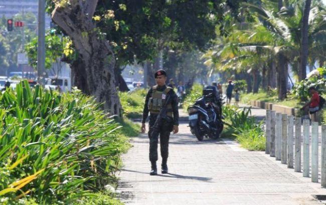 Фото: У посольства США в столице Филиппин обнаружилибомбу