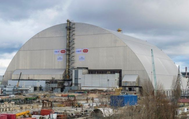 Фото: четвертый энергоблок ЧАЭС закрыли новым саркофагом