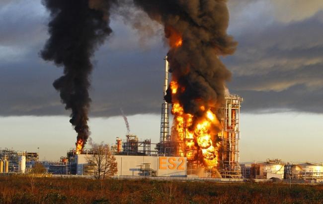 Нанефтеперерабатывающем заводе вИталии разгорелся сильный пожар