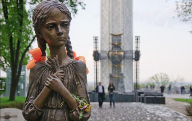 Фото: Памятник Голодомру в Киеве (artyushenkooleg.ru)
