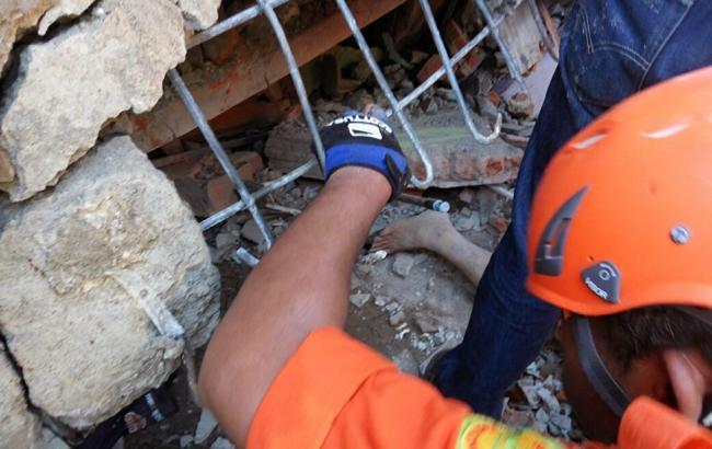 На Суматрі в результаті землетрусу постраждали 620 осіб