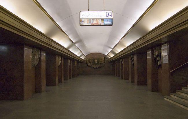 ВКиеве настанции метро «Театральная» человек бросился под поезд