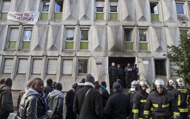 Под Парижем вцентре для мигрантов произошел пожар: есть погибшие