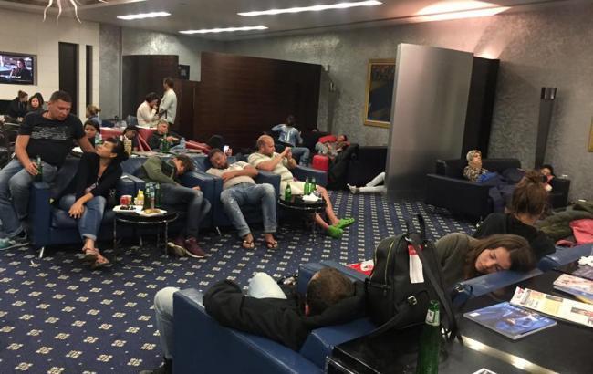 ИзОАЭ вылетели «застрявшие» украинские туристы,— МИД