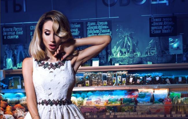 Loboda явилась в супермаркет в откровенном наряде