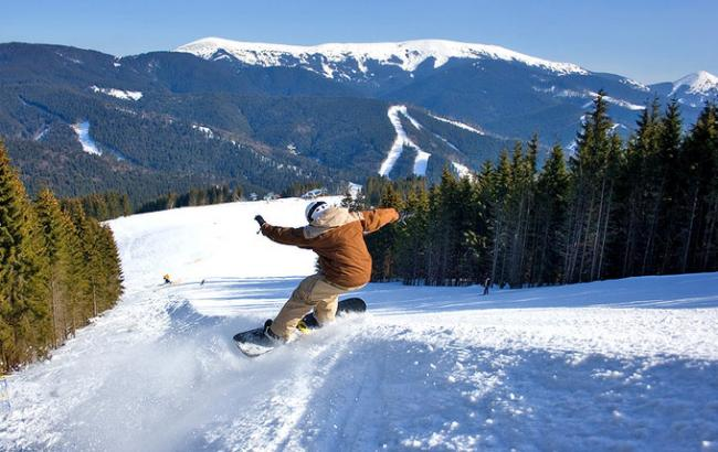 У засніжених Карпатах заблукав сноубордист