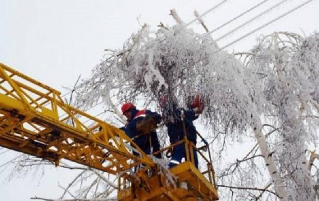 40 населенных пунктов вУкраинском государстве остаются обесточенными из-за непогоды